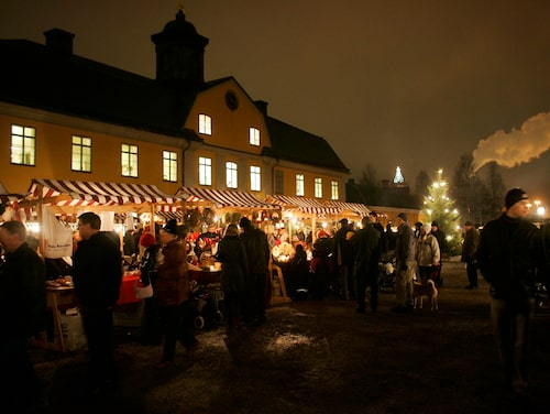 Vid Falu gruva råder mysig stämning på julmarknaden bland genuint hantverk och gruvtomtar.