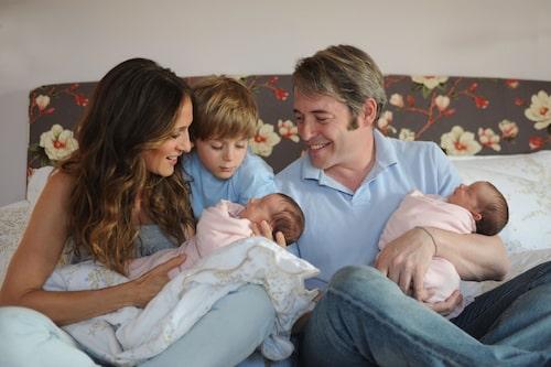 Tvillinglycka! Tabitha och Marion föds via en surrogatmamma.