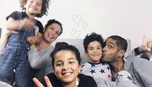 Hela familjen samlad – det blev tre barn tillslut.