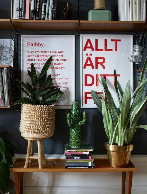 """""""Soffgruppen ser gammal ut, men den är i retrostil och såldes av Ikea för några år sedan"""", säger Aida."""