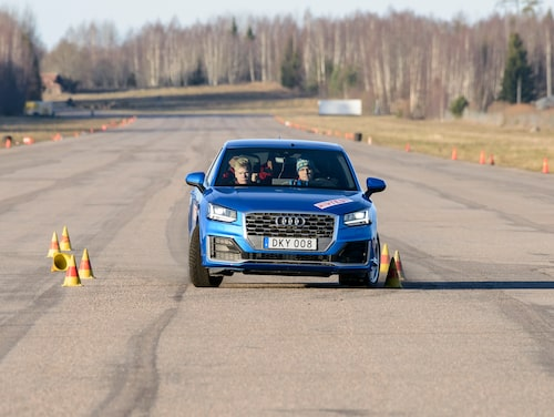 Maxhastighet: 68 km/h. Extrem bromsverkan genom älgtestet, låser vänster framhjul redan vid 65 km/h. Vid 68 km/h kanar den rakt fram.