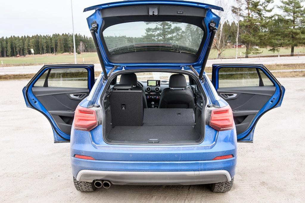 Lastutrymmet tar 405-1050 liter, ungefär som i Audi A3. Fyrhjulsdrivna modeller saknar sänkbart golv.