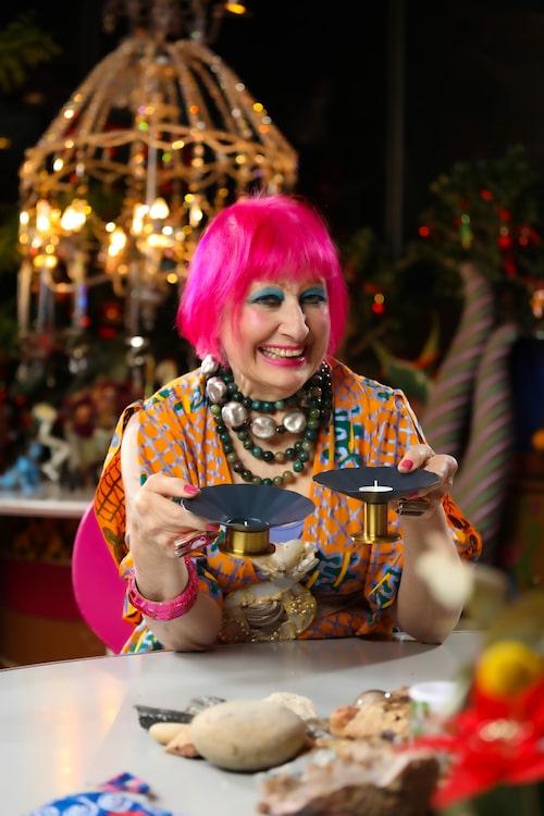Zandra Rhodes hörde till den nya vågen av brittiska modedesigner som satte London i centrum för den internationella modevärlden under 1970-talet.