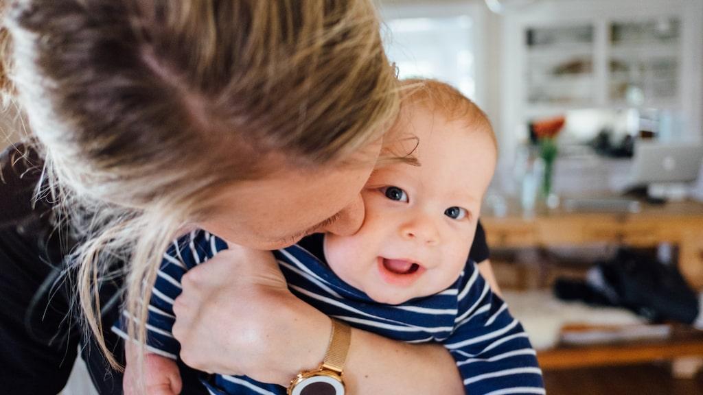 """""""Sedan jag blev mamma så har jag fått en ny allra bästa kompis, säger mama-läsaren Bella (personerna på bilden har inget med artikeln att göra)."""