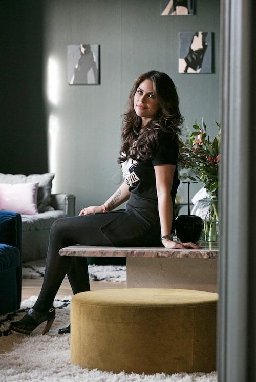 Amelia Widell är stylist och grundare samt chefsdesigner för sofföretaget MeliMeli.