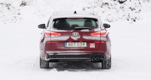 Hyundai i30 har en mindre bakruta och bakrutetorkaren sveper över en mindre yta.