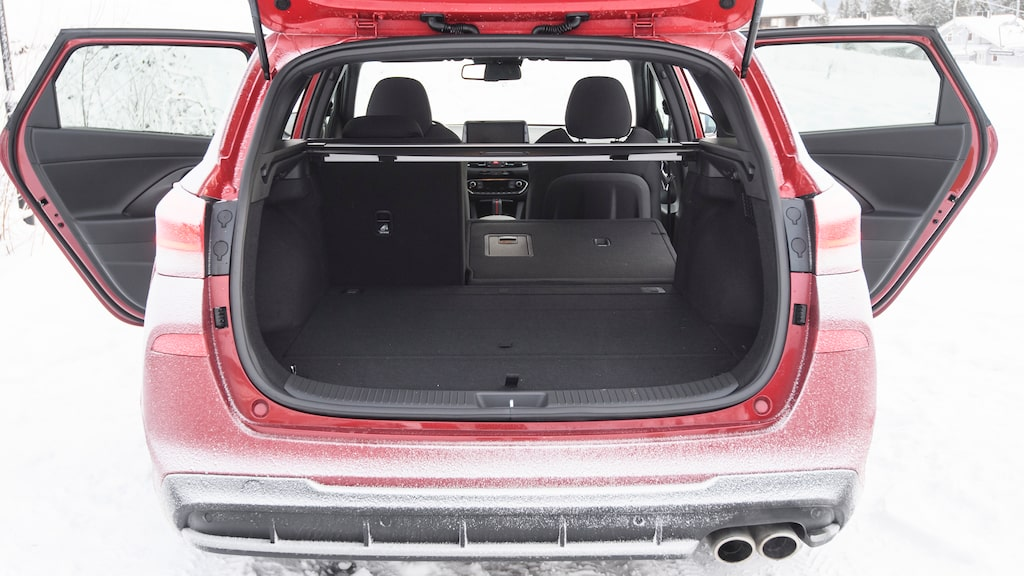 Hyundai i30 rymmer färre backar och modellen har en av bilvärldens minsta genomlastningsluckor.