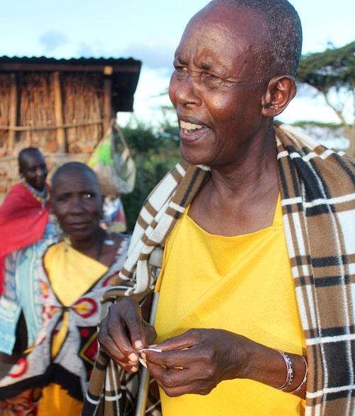 68-åriga Emilie Tumbes Tukeros har könsstympat fler flickor är hon kan räkna. 2012 bytte hon sida och  arbetar nu aktivt för att få ett slut på könsstympningar i Kenya.