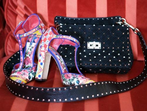 Klackar från Dolce & Gabbana och väska från Valentino.