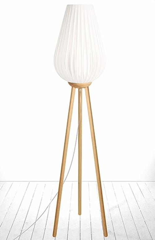 Golvlampa Swea från Globen Lighting. Klicka på bilden för att komma direkt till lampan.