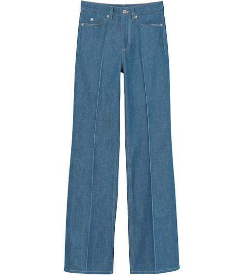 Jeans av återvunnen bomull från H&M Studio. Klicka på bilden och kom direkt till jeansen.