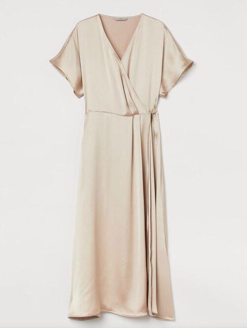 Klänning i satin från H&M.