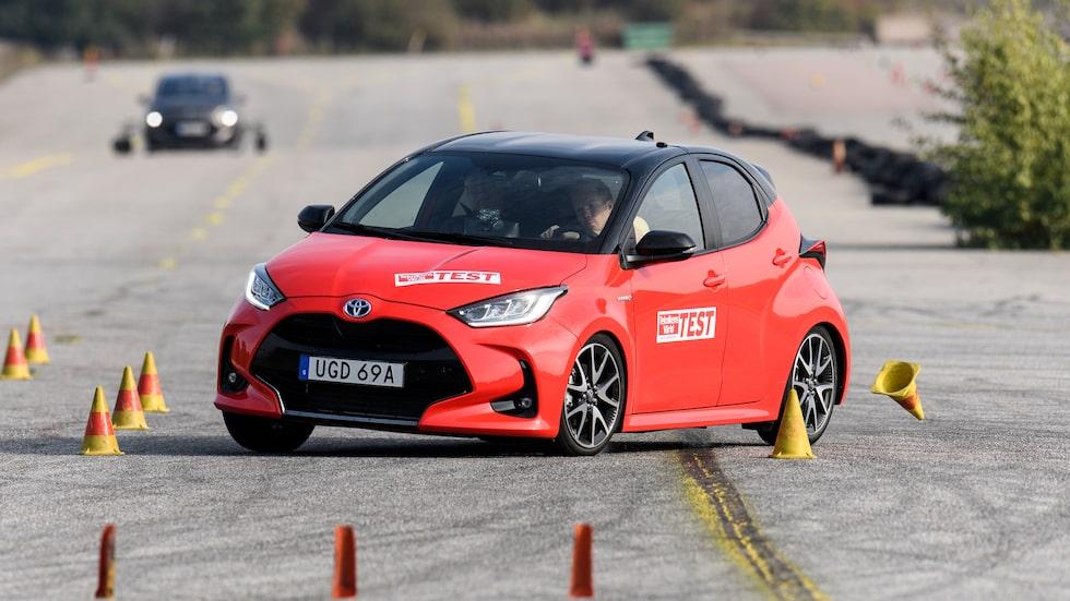 Även om Toyota Yaris är närmare att nå godkänt resultat är beteendet liknande det Renault Zoe uppvisar.