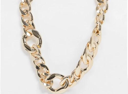 Guldfärgad kedja från Asos. Klicka på bilden och kom direkt till halsbandet.