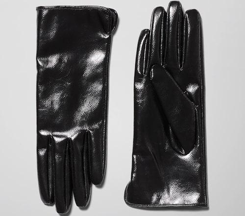 Handskar i lack från Weekday. Klicka på bilden och kom direkt till handskarna.