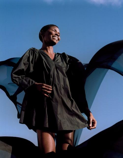 Klänning av återvunnen polyester, 899 kr, H&M Conscious.