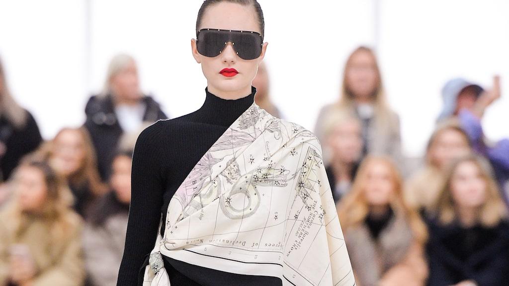 By Malene Birger visade prov på en uppdaterad scarf AW20.