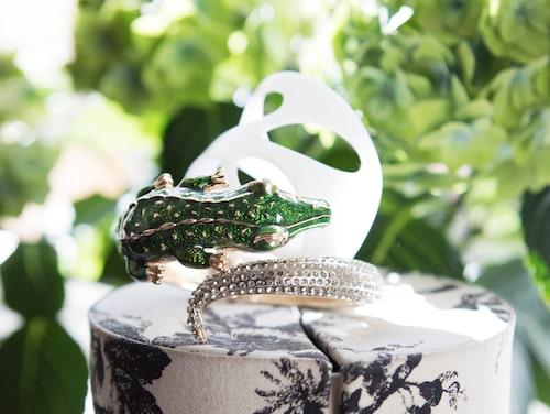 Armband med krokodil från H&M, armband från Designtorget.