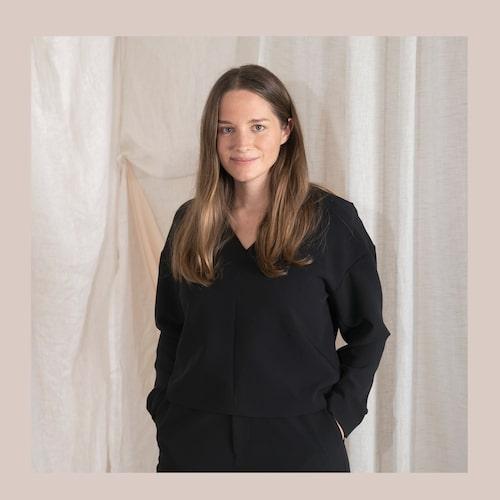 """""""Stockh lm Studio har en mix av snygga och bekväma kläder för jobbet, men också wow-plaggen att bära vid middagar eller fester"""", berättar designern Rebecka."""