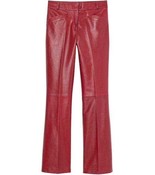 Röda skinnbyxor från H&M Studio. Klicka på bilden och kom direkt till byxorna.
