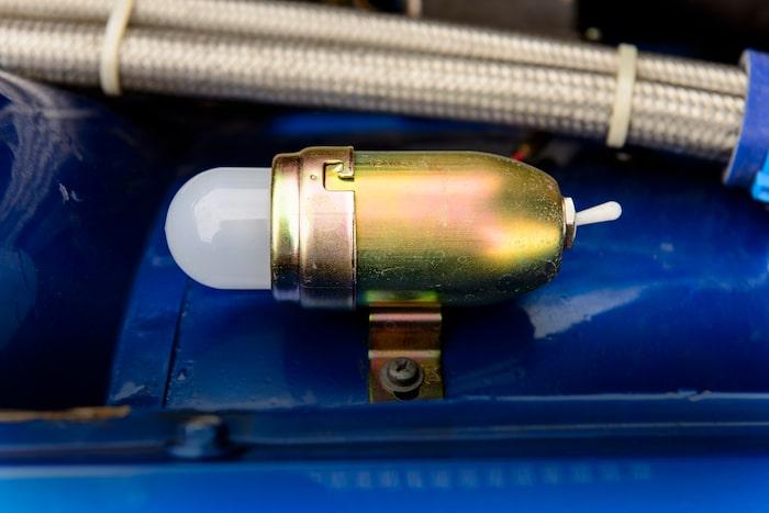 Belysning under huven som går att ta loss och använda som ficklampa!
