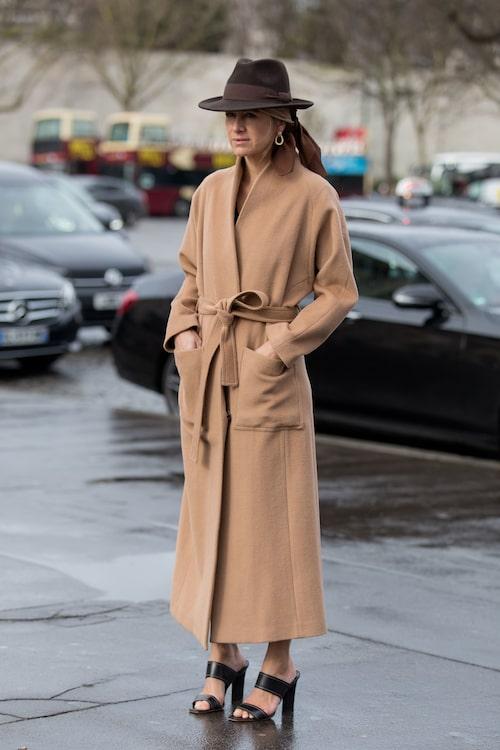 Celine Aagaard är trendig i hatt – inspireras av hennes look.