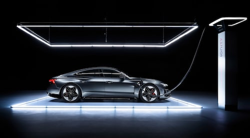 Precis som Porsche Taycan har Audi e-tron GT två laddluckor, en på vardera framskärm.
