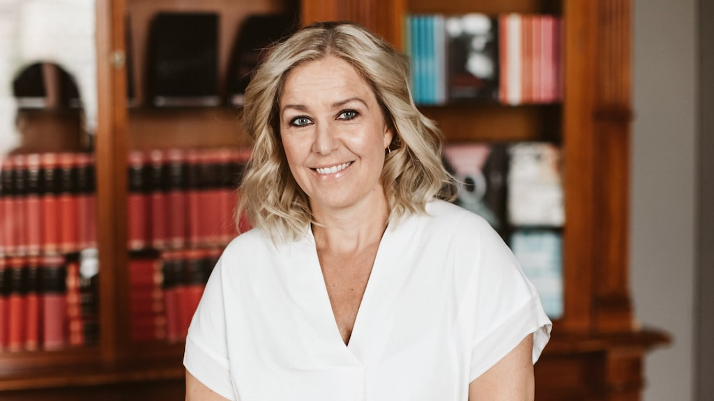 Efter många år med jobb på olika livsstilsmagasin, bland annat som chef på Damernas Värld, jobbar Rebecka Edgren Aldén nu med böcker och skrivande på heltid.