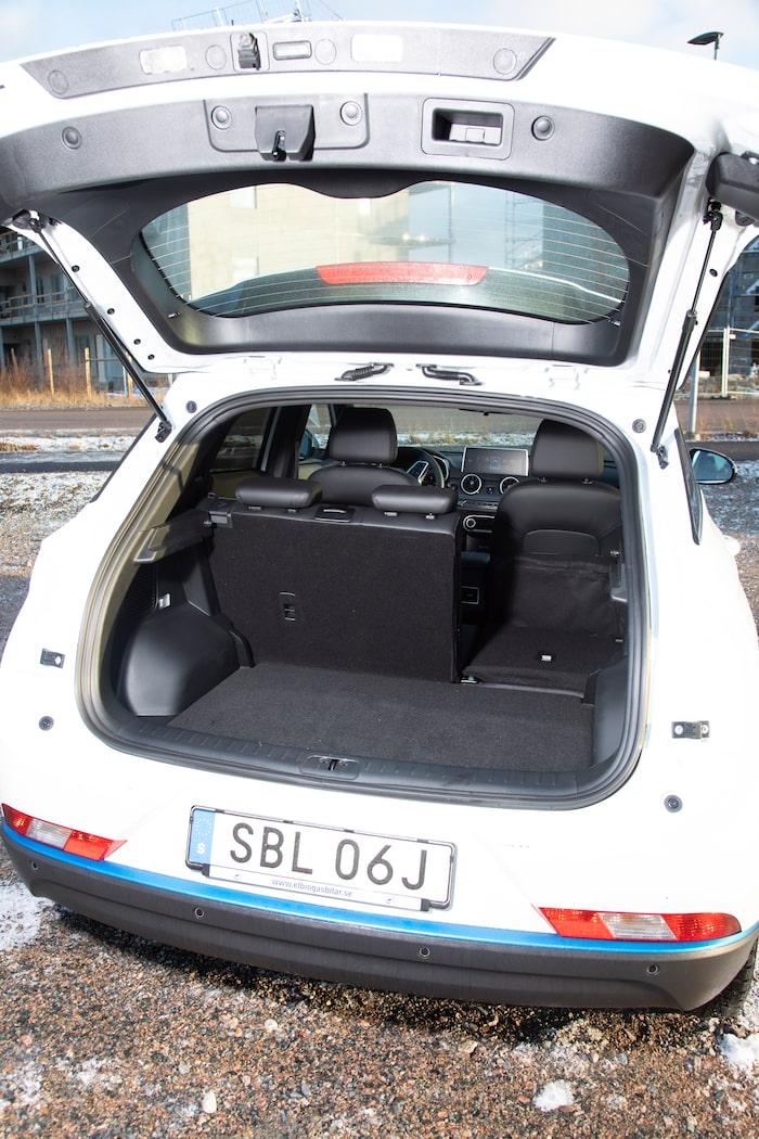 Importören känner inte till bagagevolymen, men utländska sajter anger 524 liter.