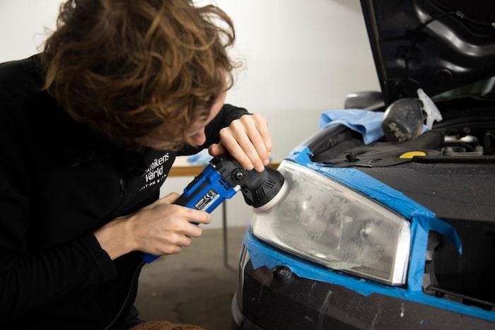 Se till att håll ytan våt med hjälp av sprayflaskan.