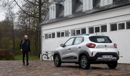 Efter tops i näsan befinner sig Peter i den danska huvudstaden för provkörning av Dacia Spring.
