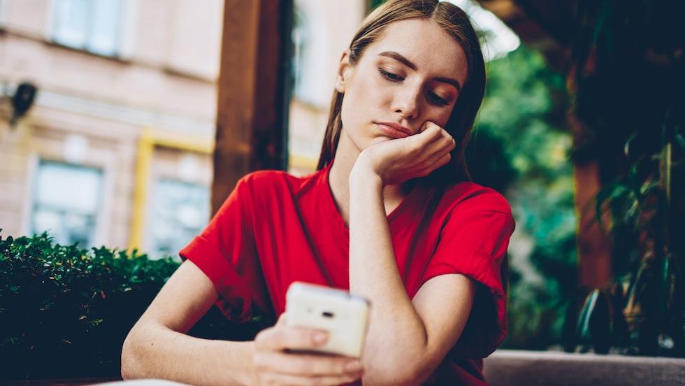 Din bästa kompis tycks inte begripa det själv – och det här går tyvärr inte att berätta för henne på ett snyggt sätt – men hennes beteende mot dig gagnar inte hennes relation heller.