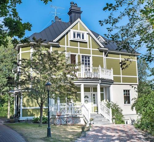 Alpstil, jugend och norsk inspiration. Villa Telemark är ett exempel på arkitekternas kreativitet i Stocksund i början av 1900-talet.