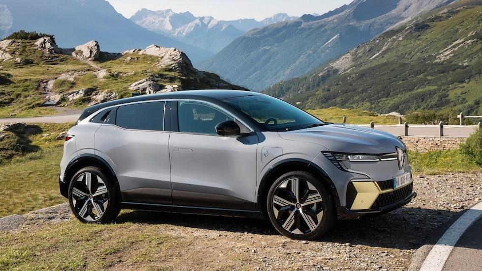 Renault Mégane E-Tech Electric är en ny elbil med två olika batteristorlekar och laddlucka placerad på höger framskärm.