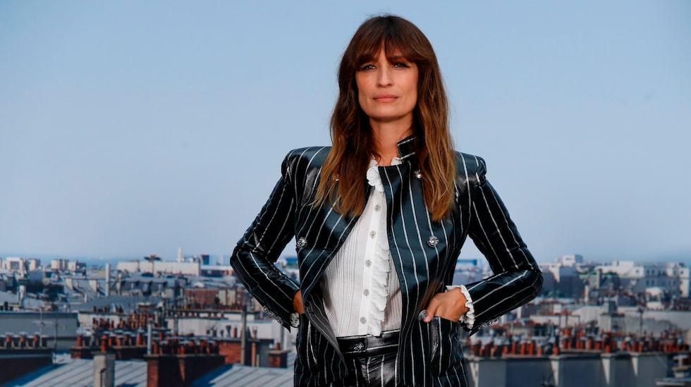 Modellen, stilikonen och författaren Caroline de Maigret gav 2014 ut stilboken Hur du blir parisisk var du än är – nu släpper hon och vännen Sophie Mas en ny bok, om att åldras. Som en chic parisiska så klart!