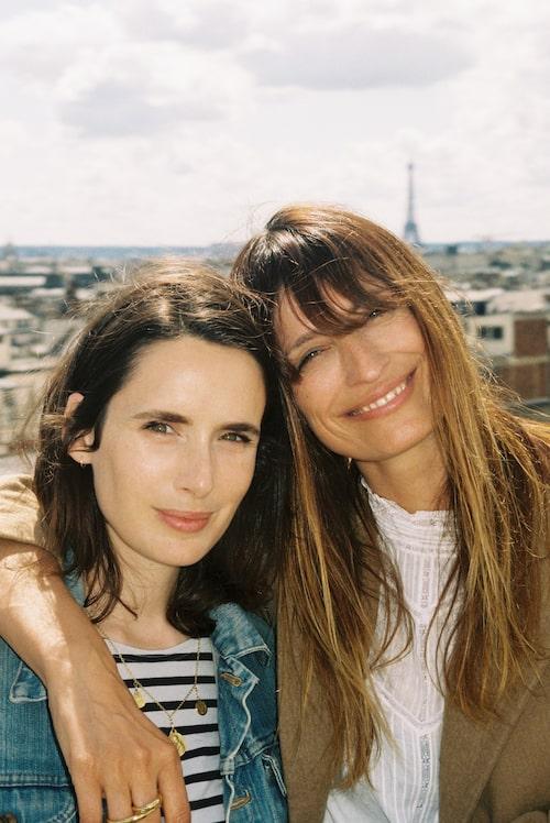De stilsäkra vännerna Sophie Mas och Caroline de Maigret hemma i Paris.