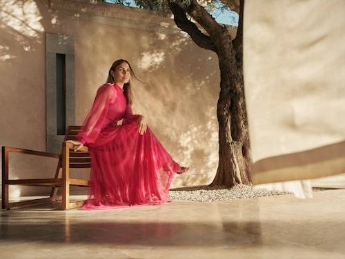 Den rosa maxiklänningen är Majas egen favorit från kollektionen (klicka på bilden och kom direkt till klänningen)