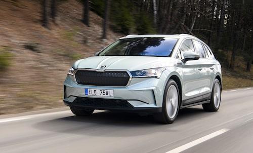 Till skillnad mot Audi Q4 e-tron tillverkas Skoda Enyaq inte i Zwickau, på Volkswagens elbilsfabrik, utan på Skodas huvudfabrik i Mladá Boleslav, Tjeckien. Batterierna görs av LG Chem i Polen.