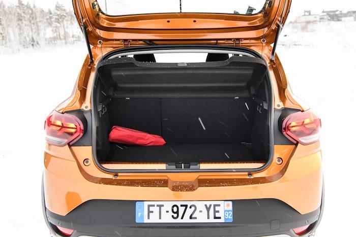 Baksätesryggen delas 40/60 och här ryms 90 liter mer bagage än hos föregångaren, totalt 410 liter.