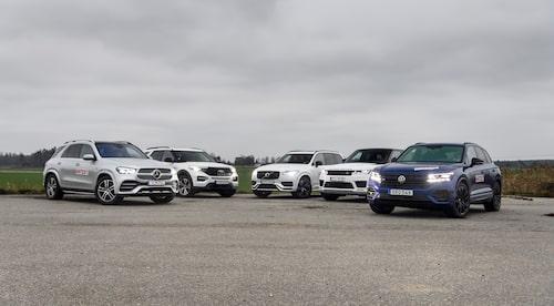 I vårt test av fem laddhybridsuvar tidigare i år är det bilen längst till vänster, Mercedes GLE 350 de 4Matic, som sticker ut – ordentligt. Nio mils räckvidd enligt vårt test. Ford Explorer Plug-in Hybrid kommer bara 3,3 mil.