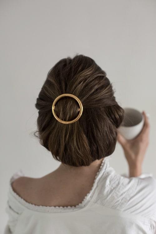 Emmas hårsmycke från Céline.