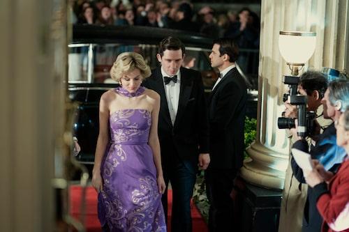 Emma Corrin som Diana och Josh O'Connor som Prins Charles i Netflix The Crown.
