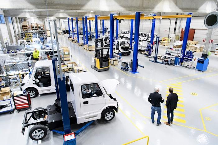 Inzile-bilarna byggs mer eller mindre för hand i Västervik.