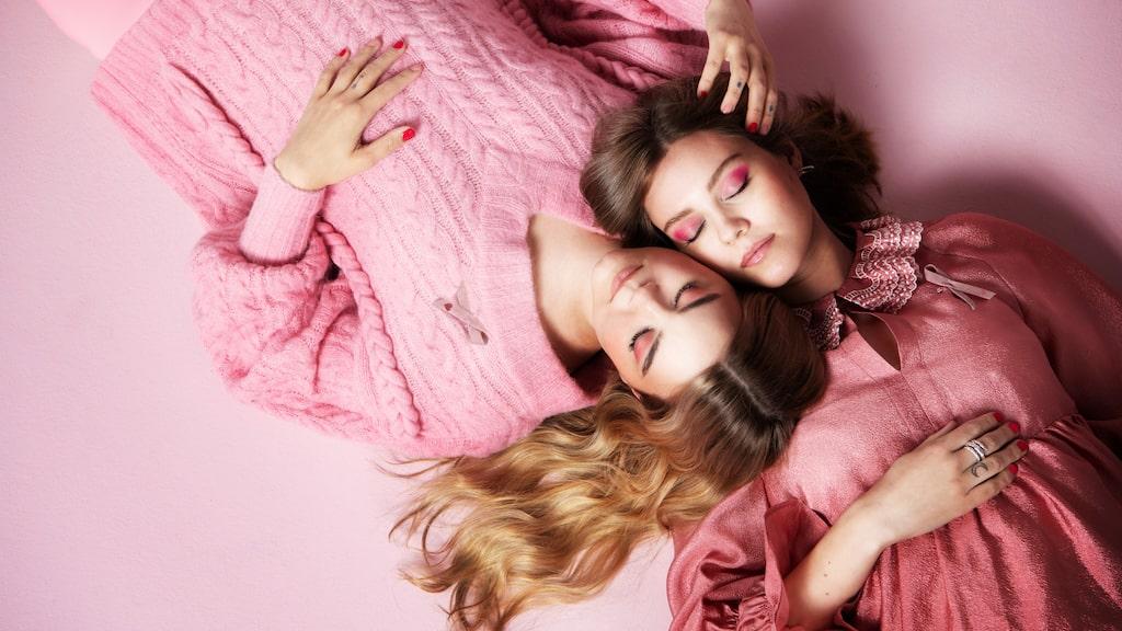 Systrarna från First Aid Kit designar Rosa Bandet 2020!