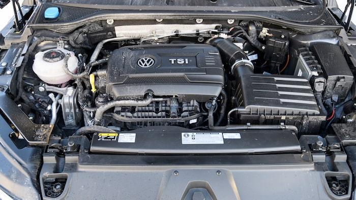Stor, stark bensinmotor. Starka dieselalternativ finns också.