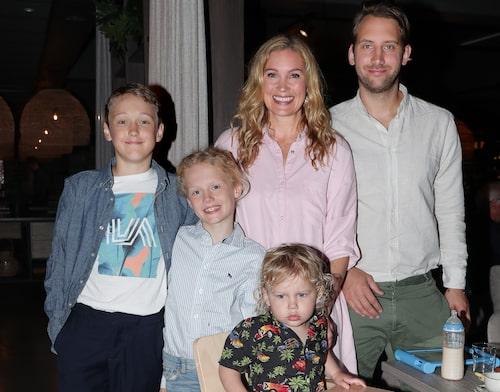 Jessica och Patrik med Jessicas söner Jack och Dylan och deras gemensamma son Sam.