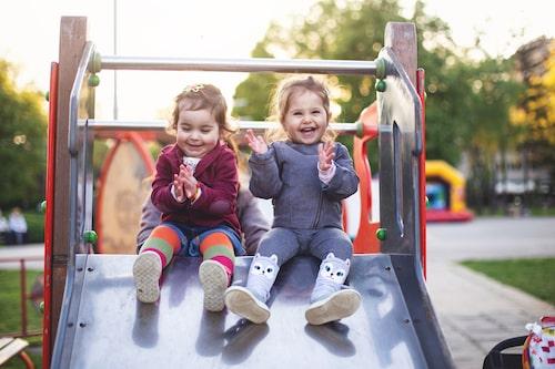 Tänk på att det är genom leken som barnen tar sig an världen och lär sig den på riktigt. Stressa inte och låt ditt barn upptäcka och testa nya saker.