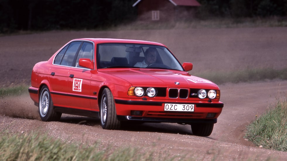 BMW M5 fick efter uppdatering 1992 större motor på 3,8 liter.