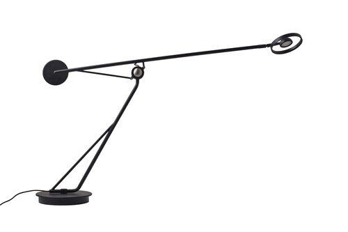 Exklusiv bordslampa Aaro table som pekar framåt och ska påminna om en gest, design Simon Schmitz. 53x38,5 cm, från DCWéditions.