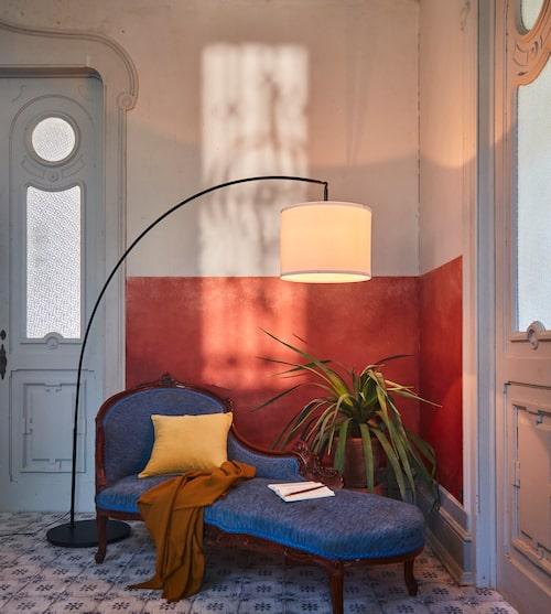 Golvlampfot Skaftet, lampskärm Ringsta, ø42 cm, från Ikea.